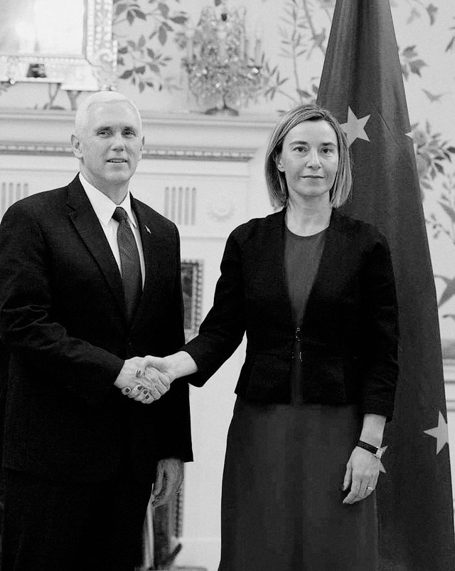 Mike Pence und Federica Mogherini